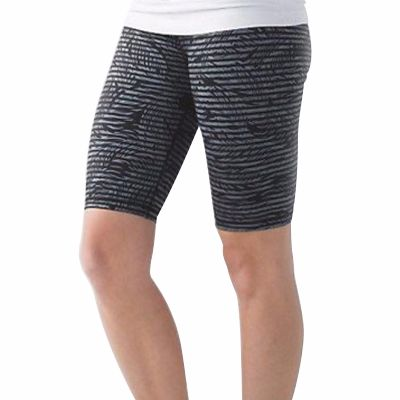 Well-Fit Black Stripe Print Shorts Supplier